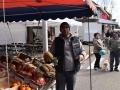 066 Noordernieuws - Paasmarkt Essen 2016 - Fruitverkoper