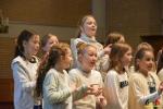 58 Essen - Leerlingen Mariaberg zingen voor volle kerk - Kerst 2017 - (c) Noordernieuws.be - DSC_8500