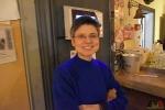 106 Gouverneur Antwerpen - Cathy Berx test alcoholtester in Cafe Rex Essen - (c) Noordernieuws.be 2020 - HDB_0780b