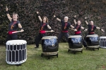 Annick-Robberecht-Yorokai-taiko-drumming-Noordernieuws-YOROKAI_04-met-volle-haag