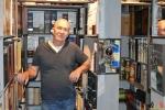 Marc Van Goethem - Verzamelaar Whiskykokers - Whisky Sleeves - (c) Noordernieuws 2020 - HDB_1352