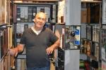 Marc Van Goethem - Verzamelaar Whiskykokers - Whisky Sleeves - (c) Noordernieuws 2020 - HDB_1353