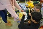 164 Leerlingen Freinetschool Essen vieren hondje Lewis 3 jaar - (c) Noordernieuws.be 2019 - HDB_2116