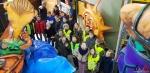 125 Carnaval Kinderen Bezichtigen wagen CV Den Heikant - Essen - (c) Noordernieuws.be 2020 - 20200220_095643