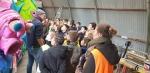 145 Carnaval Kinderen Bezichtigen wagen CV Den Heikant - Essen - (c) Noordernieuws.be 2020 - 20200220_114722