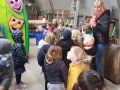 151 Carnaval Kinderen Bezichtigen wagen CV Den Heikant - Essen - (c) Noordernieuws.be 2020 - 20200220_145341