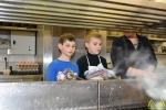 08 Leerlingen Wilgenduin nemen Restaurant Keienhof over - (c)2017 Noordernieuws.be - DSC_6952