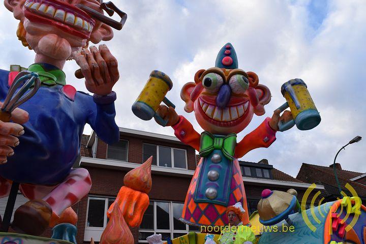Bruisende carnavalstoet kleurt Essen