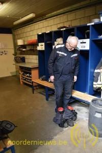 Kleding en laarzen worden instapklaar opgeborgen
