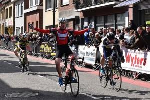 Noordernieuws Cyclo Essen Pasen2016 Winnaar nieuwelingen Mauro Spapen