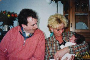 Mijn overleden broer Anton met zijn vrouw Yolanda en mijn dochter Saskia