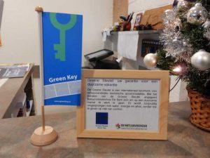 De Groene Sleutel uitgereikt aan Natuurvriendenhuis en Vakantiehuis De Berk - Erna Suykerbuyk