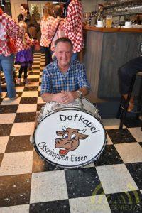 Louis Schrooyen speelt al 45 jaar de grote trom bij Dofkapel