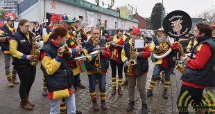 vrolijke-taferelen-bij-de-plaatbezichtigingen-door-de-carnavalsverenigingen