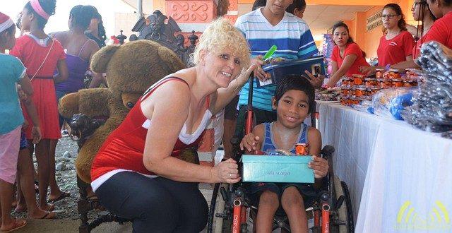 Duizend Vlaamse schoendozen met inhoud uitgedeeld in Costa Rica