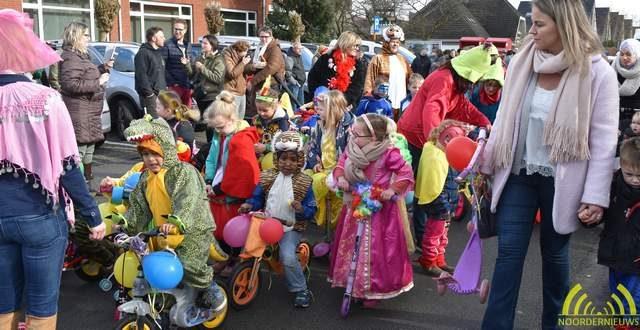Carnavalsstoet op Heikant kleurt de straten