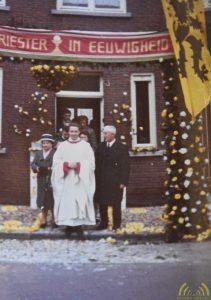 Eerste dienst in de parochien van Essen bij ouders voor de deur in de Stationsstraat