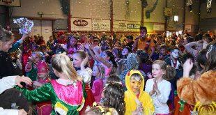 Vrolijk en bruisend Kindercarnaval in de Heuvelhal