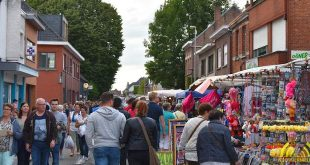 Gezellige avondmarkt brengt veel volk op de been