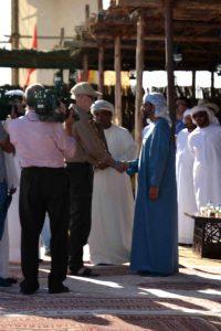 Ontmoeting met de kroonprins van Abu Dhabi op het wereld valkerij festival