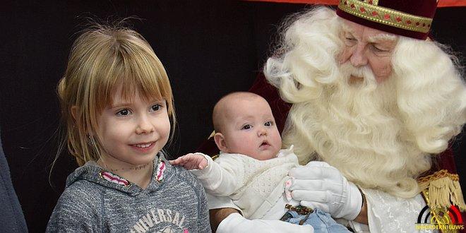 Sint en zijn Pieten laten kinderen swingen - (c) Noordernieuws.be 2017 - DSC_7708u85