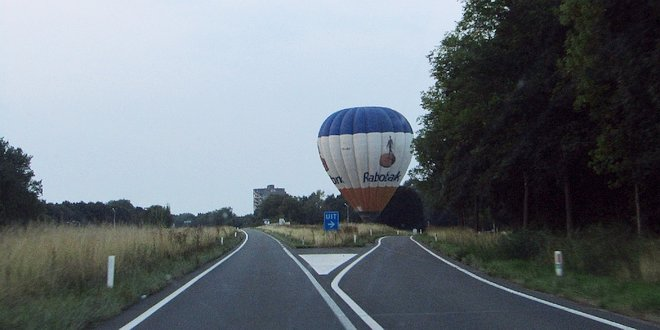 luchtballon landt op Antwerpseweg 21-8-2018 (c) Noordernieuws.be