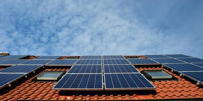 Eigenaars zonnepanelen mogen 15 jaar voordeel terugdraaiende teller behouden