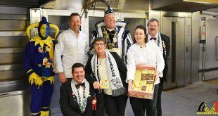 Vlotter pakt zoete presentjes van bakker Van Thillo in voor carnavalsbal - Ossekoppen - Essen - (c) Noordernieuws.be 2019 - HDB_1954u80