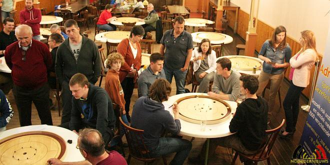 Crokinole Tornooi Cafe Volksvriend - Zaal W&A - (c) Noordernieuws.be - IMG_0599