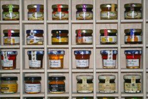 Imker Vik Dierickx - Potjes Honing - Noordernieuws.be - 007s