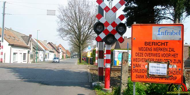 Spoorwegovegang Essen-Heikant geblokkeerd - (c) Noordernieuws.be 2019 - P4020552