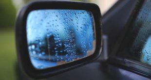 Vandalen trappen spiegels van auto's
