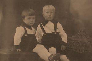 Stan Oerlemans (r) met jongere broer Leo