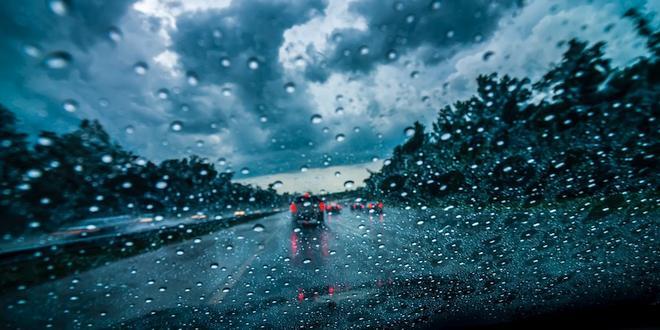 Zo voorkom je glijpartijen bij regenweer
