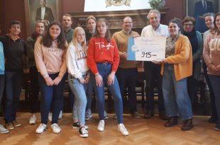 Mooimakers Don Bosco Mariaberginstituut ontvangen cheque van €915,-