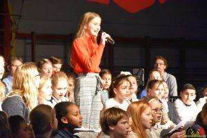 Josefien - Essense schoolkinderen zingen Can You Feel It