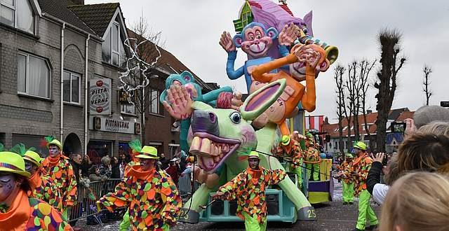 Carnavalstoet maakt van Essen één groot feest (deel 1)