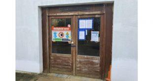 Burgemeester legt werken asielcentrum stil