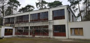 Burgemeester legt werken asielcentrum stil2