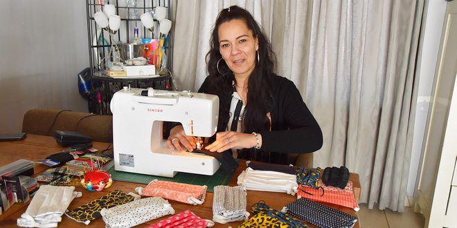 Melissa Haartmans maakt mondkapjes voor De Bijster tegen Coronavirus - (c) Noordernieuws.be 2020 - HDB_0969