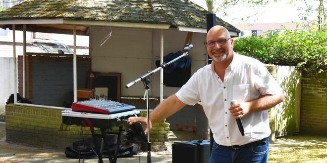Dirk van Turnhout - Jack Woods - Zingt tijdens corona voor de Bijster - Essen (c) Noordernieuws.be - HDB_1052u75