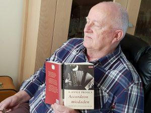 Jan Hillebrand leest boek Accordeon misdaden