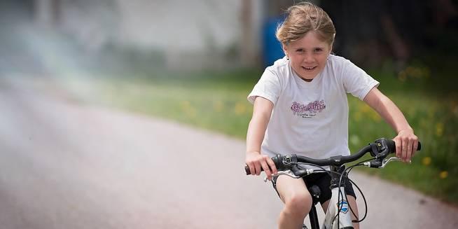 Veiligere oversteken aan fietsostrade en omgeving