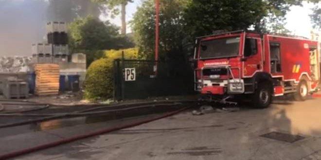 Brandweer nog bezig smeulend materiaal te blussen