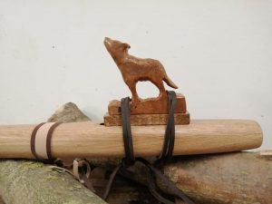 De Hobby van Tom Van Thienen - Native American Flutes - Noordernieuws.be 2020 - wolf carve