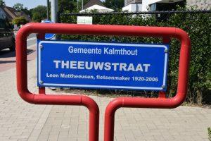 Theeuwstraat Kalmthout - Leon Mattheeusen - Fietsenmaker - Fons Buyens - Schrijver boek - Een Theeuwse Tondeldoos - (c) Noordenieuws.be 2020 - HDB_1193