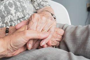Vragen over sociaal isolement bij 65-plussers