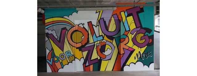 AZ Klina bedankt artsen en medewerkers met graffitikunstwerk