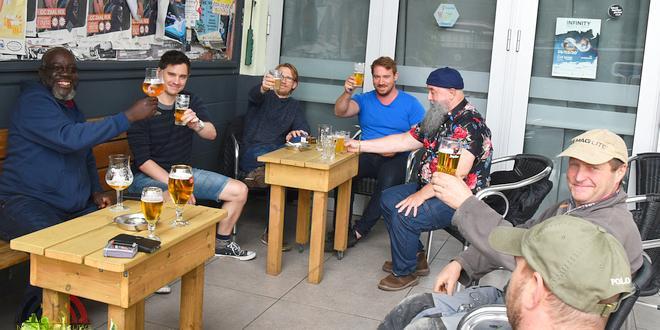 Genieten na lockdown in cafés Essen - Café Rex - (c) Noordernieuws.be - HDB_1393u75