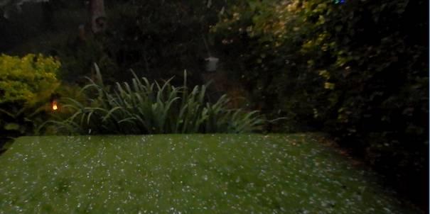 Hagel , onweer en en zware windstoten na periode van enorme hitte